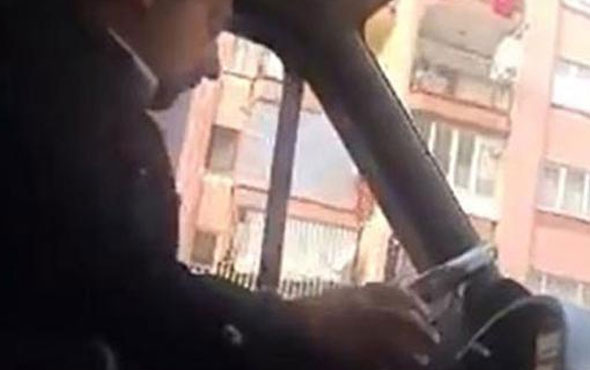 Telefonuyla oynayan şoföre tepki yağdı