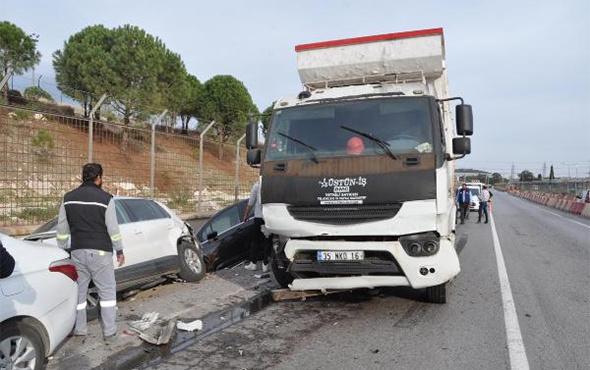 Kontrolden çıkan kamyon 7 otomobili biçti!
