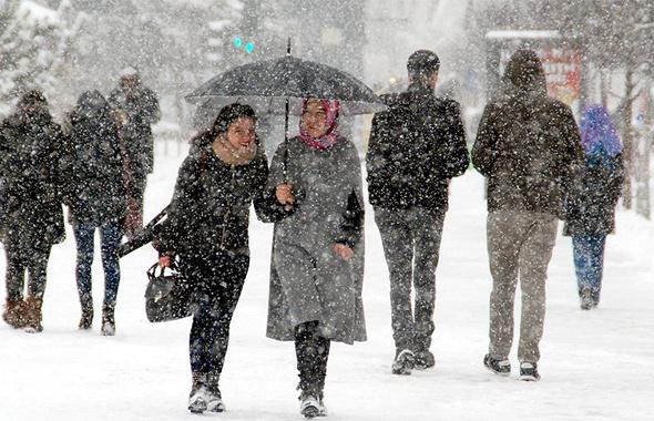 Yarın okullar tatil mi? Çok kuvvetli kar geliyor işte saati