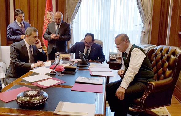 Erdoğan'ın sancaklı ofis fotoğrafı! Beştepe'deki ruh hali