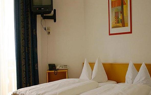 Kaldığı otellerin hepsinden televizyon çaldı