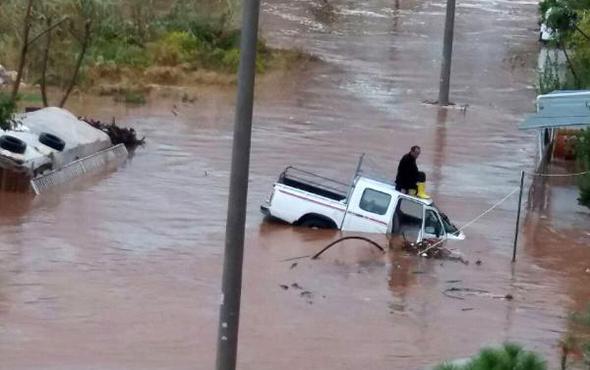 Mersin'de araçlar sele kapıldı!