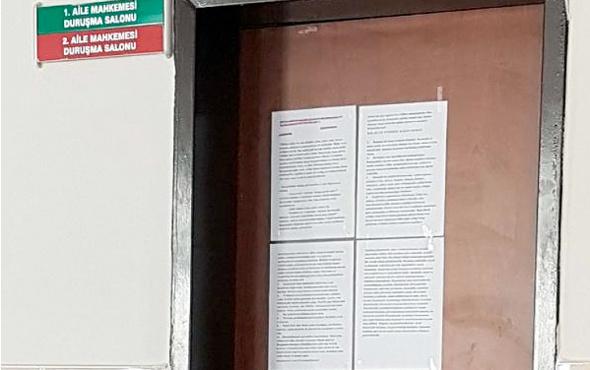 Kadın hakim duruşma salonunun kapısına bakın ne astı!