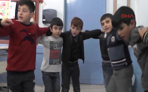 Erzurum'da ilk okulda 'halaylı' teneffüs