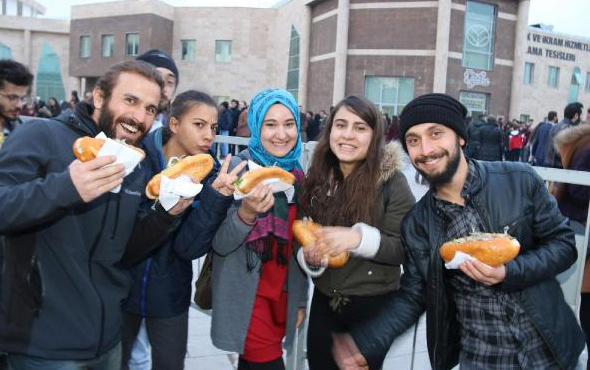 Nevşehir'da balık festivaline bakın binlerce öğrenci katıldı