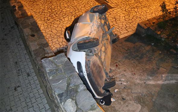Bursa'da kaza: Otomobil okulun bahçesine düştü