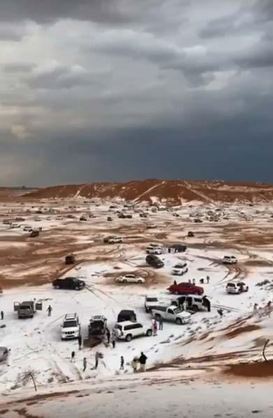 Olmaz olmaz demeyin sonunda çöle kar yağdı