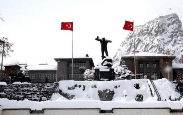 Afyonkarahisar hava durumu okulları tatil ettirecek kar yağışı