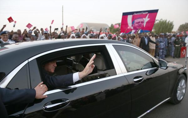 Sudan'da Cumhurbaşkanı Erdoğan'a sevgi seli!
