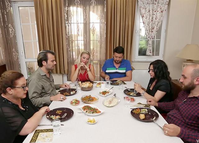 Yemekteyiz'in dış sesi kimdir? Tarkan Koç ifşa oldu işte o ses