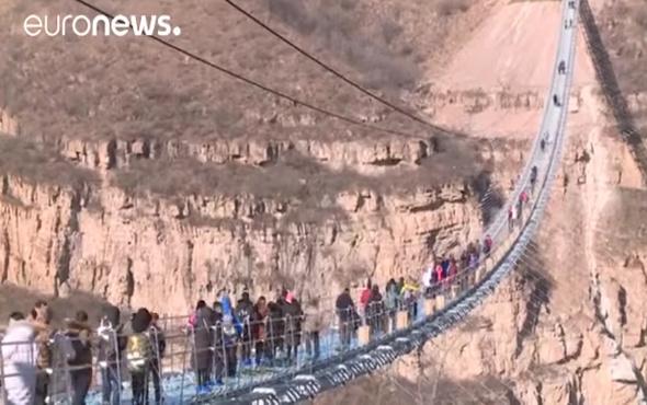 En uzun cam köprü Çin'de açıldı