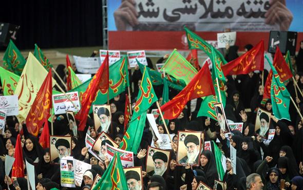 İran'da tansiyon yükseldi: Ölüler var