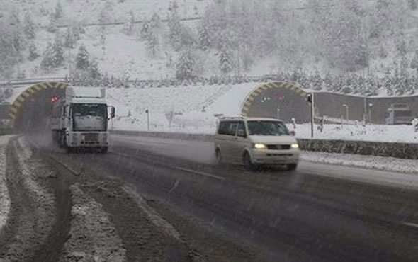 Bolu'da beklenen kar yağışı başladı