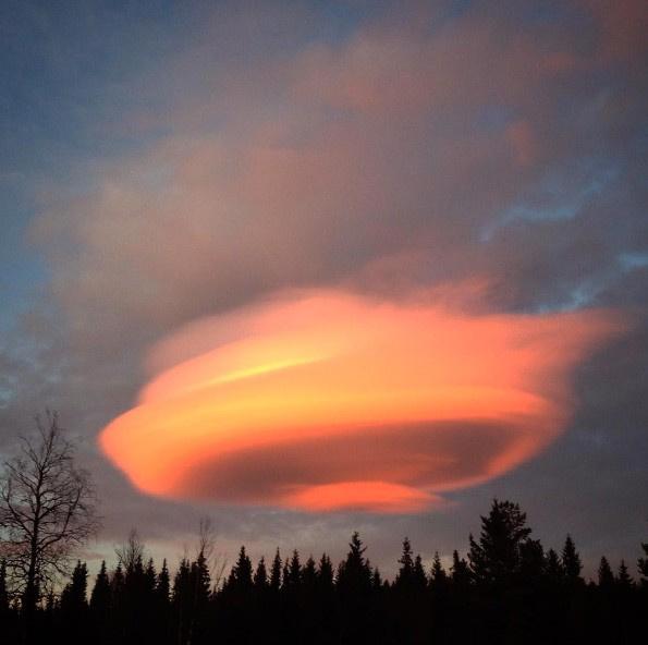 Dünya gökyüzünde beliren gizemli şekli konuşuyor!