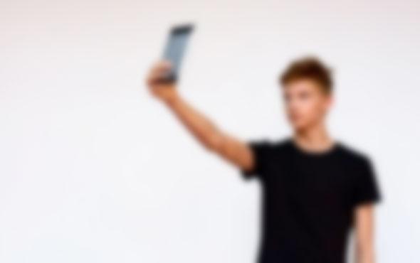 Selfie çekmek isteyen gençler canından oluyordu feci olay!