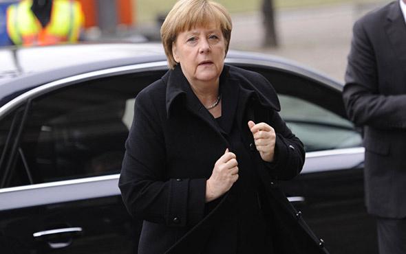 10 Mayıs'ta gidecekti Merkel o ziyaretini iptal etti