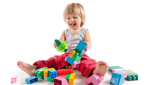 Çocuğum neden yaşıtlarıyla oyun oynamıyor?