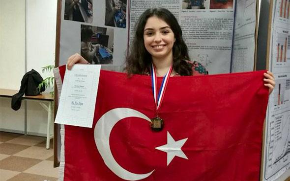 Türk kızı Alara Güler robotu ile dünya ikincisi
