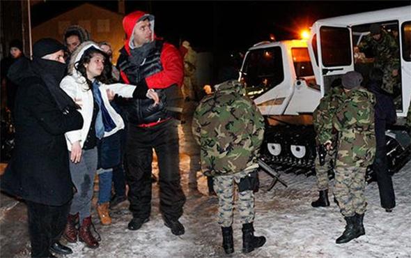 Kayak merkezinde mahsur kalan 700 kişi, 2 saatte kurtarıldı