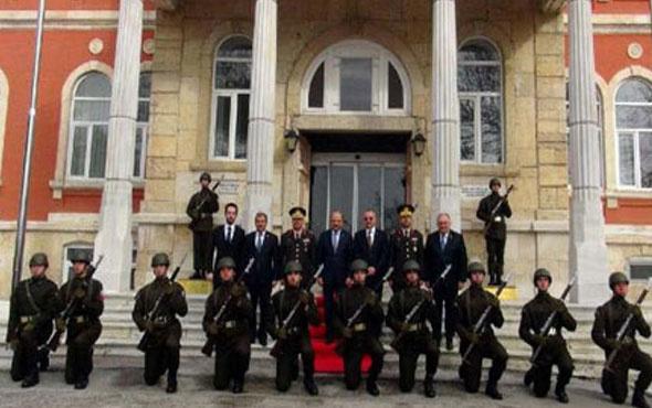 Edirne'de askere 'diz çöktürme' tartışması