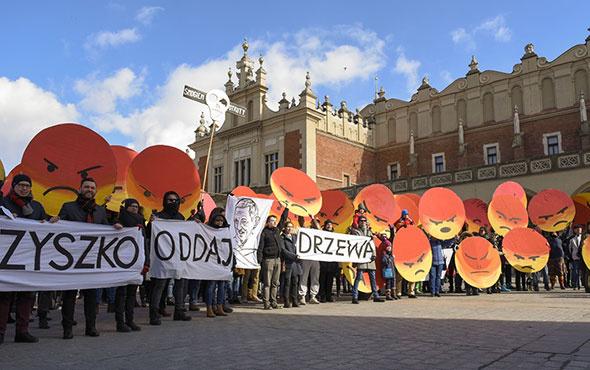 Polonya hava kirliliğini başkentte protesto etti