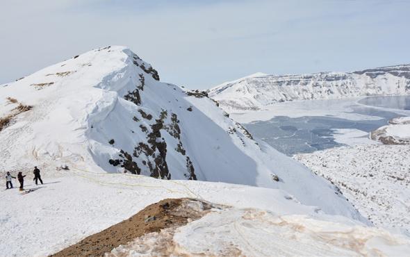 Van Gölü manzaraları kayak keyfi
