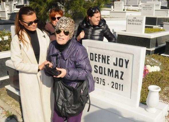 Defne Joy Foster'in annesi suskunluğu bozdu bomba ifşalar