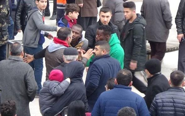 Nijeryalı iki öğrenci ile Türk gencin 'laf atma' kavgası