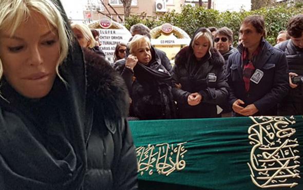 Ayşe Ersayın'ın cenazesi toprağa verildi! Ajda Pekkan perişandı
