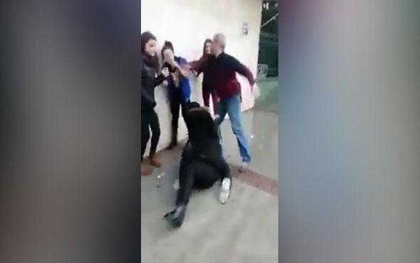 Kavga eden kızları tokat atarak ayıran adam
