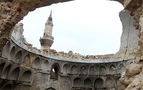 Halep'te camiye namaz vakti saldırı: 58 ölü