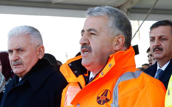 Bakan Arslan Çanakkale'de tarihi törende söz verdi