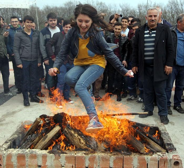 Nevruzda neden ateşten atlanır Türk mü Kürt mü...