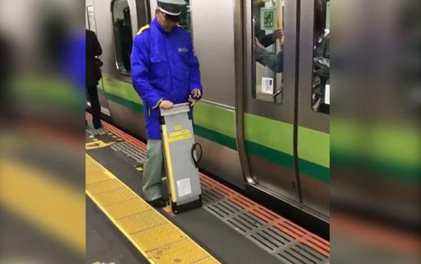 Metroda engelliler için özel görevli