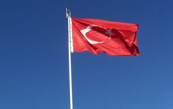 O ülkede Türk bayrağına saldırı girişimi