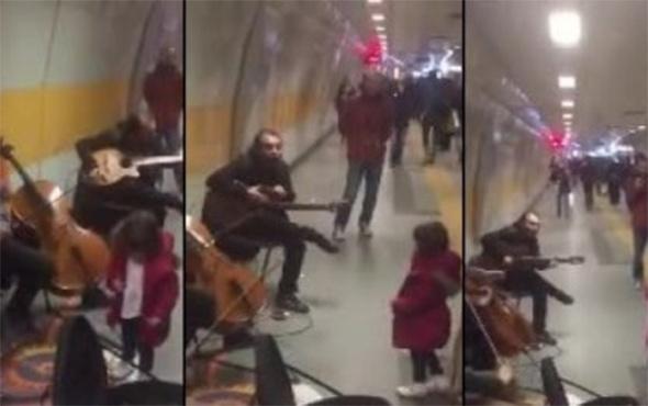 Küçük balerinden İstanbul metrosunda dans resitali