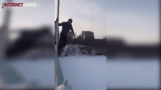 Buzun üstüne atladı hayatını kaybetti