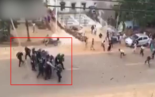 Polis göstericilerden böyle kaçtı