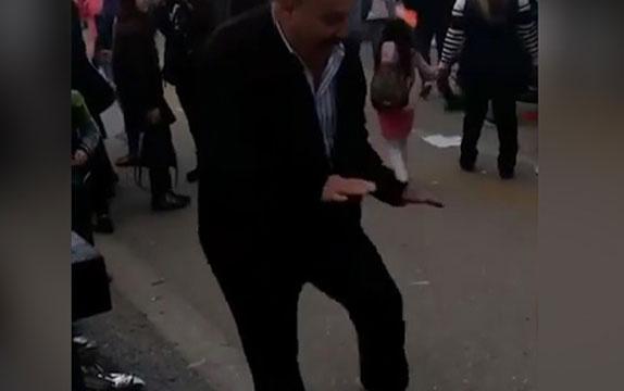 Adanalı dayı dansıyla sosyal medyayı salladı!