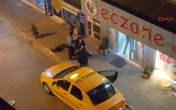 Kocasını sokak ortasında evire çevire dövdü