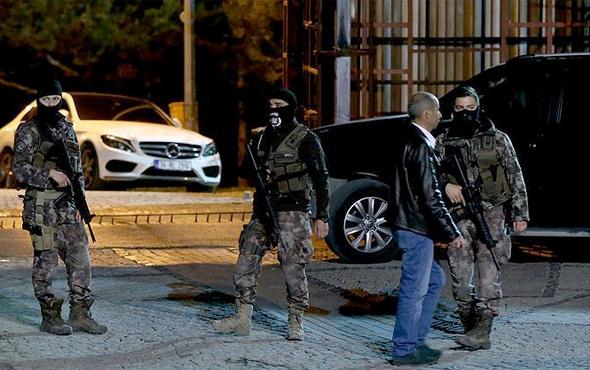 'Dur' ihtarına uymayan otomobile polis ateş açtı: 2 ölü 2 yaralı