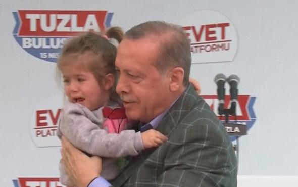 Erdoğan sıkışan kız çocuğunu sahneye aldı: Gel Kuzum Gel