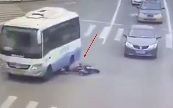 Motosiklet sürücüsünün feci ölümü kamerada