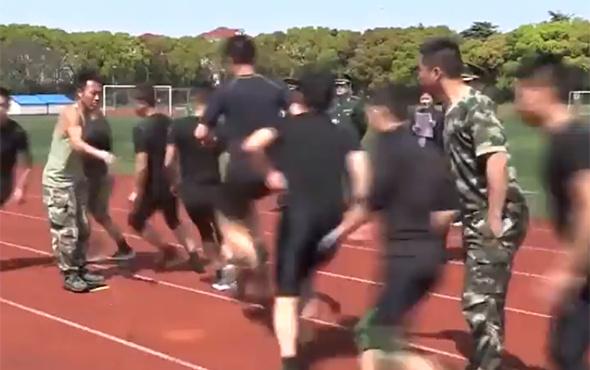 Çin ordusundan görülmemiş şov!