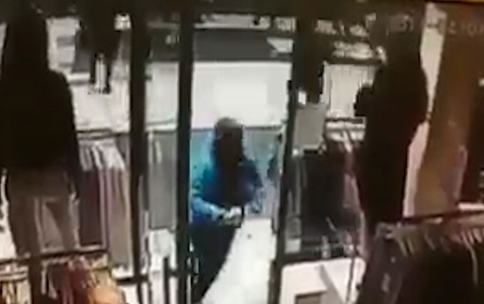 İsveç'te kamyonlu saldırı anı görüntüsü