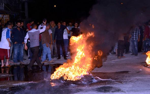 Adana'da Suriyeli gerilimi mahalleli yolu kapattı