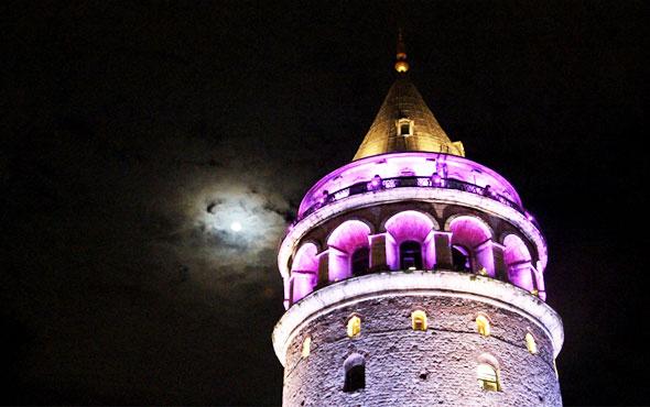 Erguvan rengi, İstanbul'daki tarihi eserlere yansıdı