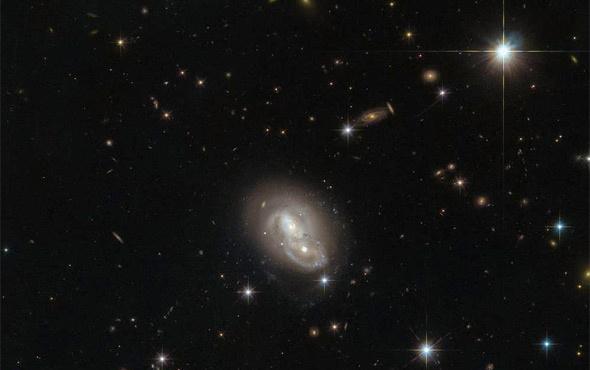 Hubble Teleskobu 'galaksi ikizi' keşfetti