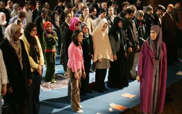 Hollanda'da Cuma namazı ilk kez bir kadın tarafından kıldırıldı