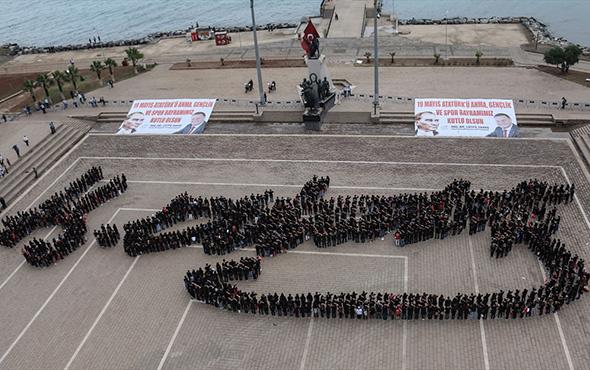 Hatay İskenderun'da bedenleriyle Atatürk imzası yaptılar!